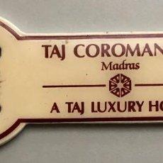 Abrebotellas y sacacorchos de colección: ABREBOTELLAS HOTEL TAJ COROMANDEL INDIA. Lote 171632388