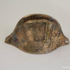 Abrebotellas y sacacorchos de colección: SOMBRERO BICORNIO NAPOLEON - ABREBOTELLAS - PLATEADO - ALMAZAN. Lote 176395089