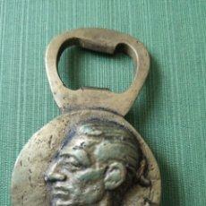 Abrebotellas y sacacorchos de colección: ABREBOTELLAS TORERO MANOLETE EN BRONCE AÑOS 40. Lote 177572423