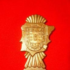 Abrebotellas y sacacorchos de colección: ABREBOTELLAS METÁLICO CON RELIEVE DEL ESCUDO MURCIA. MACIZO. Lote 178239743