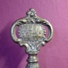 Abrebotellas y sacacorchos de colección: ANTIGUO SACACORCHOS LLAVE DE BRONCE. Lote 178296575