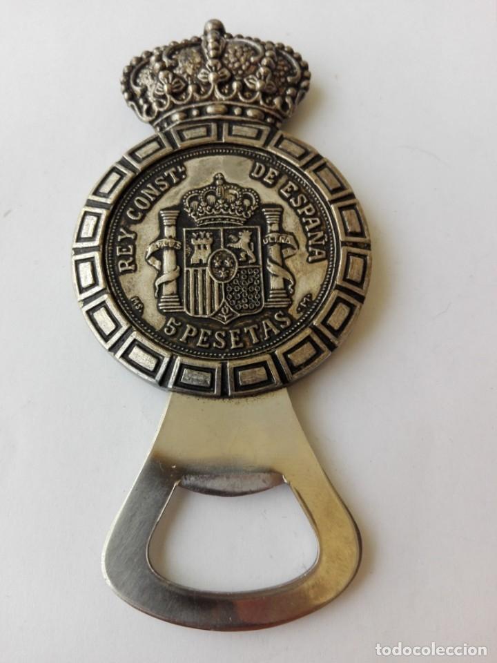 Abrebotellas y sacacorchos de colección: RARO ABRIDOR DE 5 pesetas de rey Alfonso XII 1885 - Foto 7 - 182764756