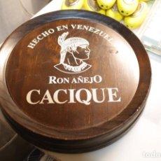 Abrebotellas y sacacorchos de colección: PIEZA DE MADERA RON AÑEJO CACIQUE,ES DE MADERA,MIDE 19 X 19 CM. Lote 185901618
