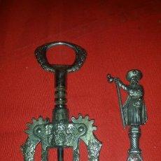 Abrebotellas y sacacorchos de colección: SACACORCHOS MUY LABRADOS, UNO DE SANTIAGO, EN METAL. Lote 188822068