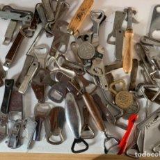 Abrebotellas y sacacorchos de colección: 70 ABREBOTELLAS DE CHAPAS. Lote 220377646