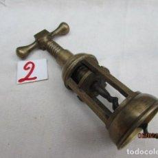 Abrebotellas y sacacorchos de colección: ANTIGUO SACACORCHOS HIERRO . Lote 194634107