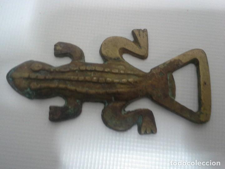 Abrebotellas y sacacorchos de colección: antiguo abrebotellas o abridor de bronce con forma de cocodrilo - Foto 6 - 194880466