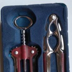 Abrebotellas y sacacorchos de colección: ABRIDOR Y CASCANUECES. Lote 195315441