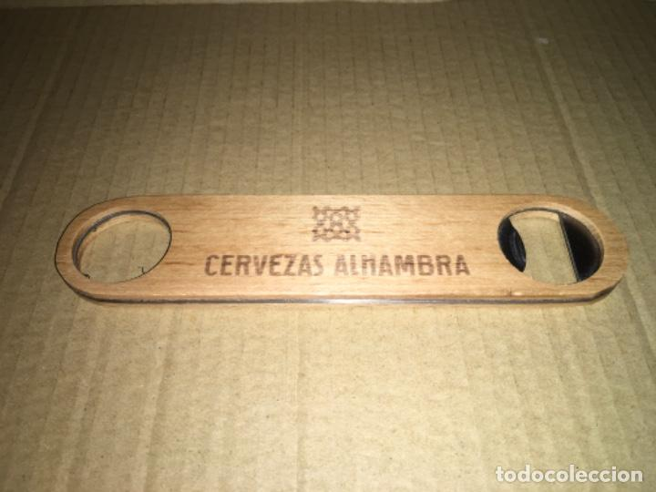 Abrebotellas y sacacorchos de colección: Abridor abrebotellas cerveza Alhambra madera y metal - Foto 2 - 198560830