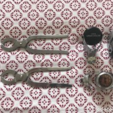 Abrebotellas y sacacorchos de colección: 2 SACACORCHOS Y 3 TAPA BOTELLAS DE CAVA ... ZKR. Lote 198599365