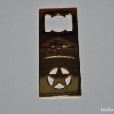 Abrebotellas y sacacorchos de colección: ABRIDOR CERVEZAS DAMM CON ESTUCHE ORIGINAL DE TERCIOPELO ROJO. Lote 200893873