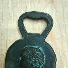 Abrebotellas y sacacorchos de colección: ABREBOTELLAS BRONCE MADE IN GRECIA. Lote 212293218