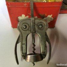 Abrebotellas y sacacorchos de colección: SACACORCHOS DE ALAS ANTIGUAS DE LA MANCA BOJ. Lote 220975972
