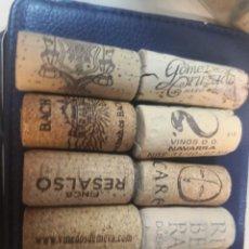 Abrebotellas y sacacorchos de colección: 10 TAPÓNES CORCHO DIFERENTES BEBIDAS. Lote 221623832