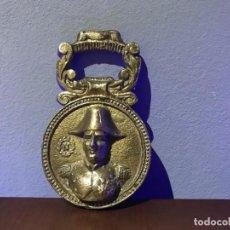 Abrebotellas y sacacorchos de colección: ABRIDOR DE LATON CON BUSTO DE NAPOLEÓN. Lote 238160860