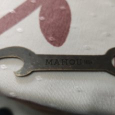 Abrebotellas y sacacorchos de colección: ABRIDOR MAHOU 1934. Lote 246297465