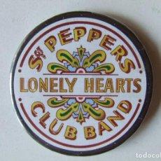 Abrebotellas y sacacorchos de colección: ABREBOTELLAS IMAN DE NEVERA BEATLES SGT. PEPPER'S LONELY HEARTS CLUB BAND. Lote 260803360