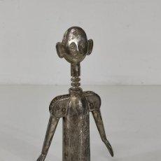 Abrebotellas y sacacorchos de colección: CURIOSO ABRIDOR - SACACORCHOS MARCA SOMMELIER, MADE IN ITALY - FIGURA. Lote 266653518