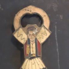 Abrebotellas y sacacorchos de colección: ABRIDOR BRONSE EN FORMA DE HOMBRE. Lote 287838358