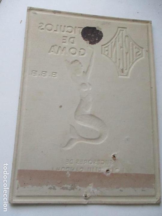 Calendarios: CALENDARIO DE CARTÓN TROQUELADO DE: ARTÍCULOS DE GOMA B.B.B.- SIRENA-S/F.- SUCESORES DE J. SANFELIU - Foto 3 - 119128359