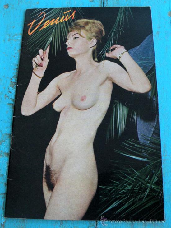 Foto de modelo desnuda en blanco y negro