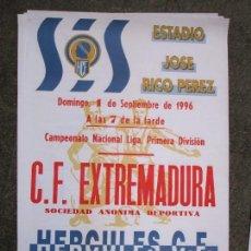 Otros: CARTEL LIGA 1ª DIVISION FUTBOL C F EXTREMADURA HERCULES ALICANTE 1997 65 X 45 CMS. Lote 159959542