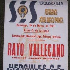 Otros: CARTEL LIGA 1ª DIVISION FUTBOL RAYO VALLECANO HERCULES ALICANTE 1997 65 X 45 CMS. Lote 159959978