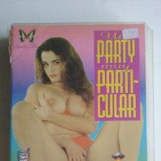 Peliculas: VHS EROTICO/UN PARTY MUY PARTICULAR/ROSSANA DOLL/ROCCO SIFFREDI.. Lote 91353620