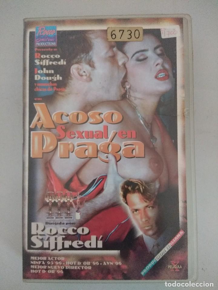 VHS EROTICO/ACOSO SEXUAL EN PRAGA/ROCCO SIFFREDI. (Coleccionismo para Adultos - Películas)