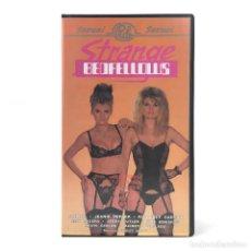 Peliculas: STRANGE BEDFELLOWS. KIMBERLY CARSON AMI ROGERS JEANNIE PEPPER SAHARA RAINEY DOUGLAS JERRY BUTLER VHS. Lote 262229775