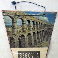 Banderines de colección: BANDERÍN PLASTIFICADO DE SEGOVIA CON FOTO ACUEDUCTO AÑOS 60. Lote 8094549