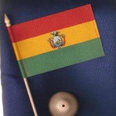 Banderines de colección: JGO.DE ASTA PEANA Y BANDERITA DE BOLIVIA DE 15X10 ESTAMPADA SOBRE CINTA DE RAYON. Lote 12567244