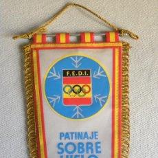 Banderines de colección: BANDERIN TELA OLIMPIADA FEDERACIÓN ESPAÑOLA DEPORTES INVIERNO PATINAJE JACA 1982. Lote 26355891