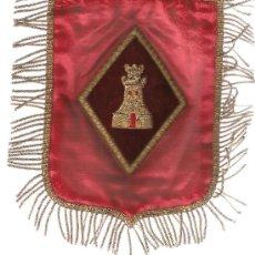 Banderines de colección: BANDERÍN DE INGENIEROS DE 20X15 CMS. BORDADO A MANO EN RELIEVE CON HILOS DE ORO SOBRE SEDA ROJA. Lote 27509366