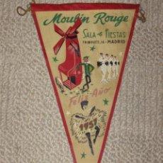 Banderines de colección: MADRID. MOULIN ROUGE. SALA DE FIESTAS. FELIZ AÑO 1957. BANDERÍN DE TELA. Lote 27127468