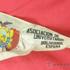 Banderines de colección: BANDERIN IMPRESO EN TELA ASOCIACIÓN DE UNIVERSITARIOS BOLIVIANOS ESPAÑA AÑOS 50. Lote 33526254