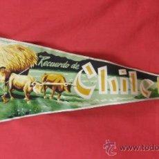 Banderines de colección: BANDERIN IMPRESO EN TELA RECUERDO DE CHILE AÑOS 50. Lote 33526678
