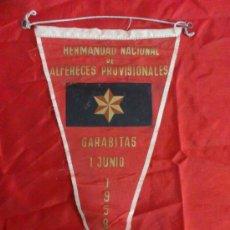 Banderines de colección: BANDERIN HERMANDAD NACIONAL DE ALFERECES PROVISIONALES. CARABITAS 1958. Lote 34302851