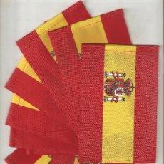 Banderines de colección: 5 BANDERITAS DE SOBREMESA DE 15X10 DE ESPAÑA CON ESCUDO SEGUN IMAGEN. Lote 235102740