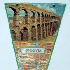 Banderines de colección: BANDERÍN SEGOVIA FOTO ACUEDUCTO Y ESCUDOS AÑOS 60 PLASTIFICADO. Lote 38356536