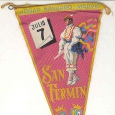 Banderines de colección: ANTIGUO BANDERIN SAN FERMIN, HOGAR NAVARRO, MADRID EN TELA - MIDE 28 X 14 CMS. Lote 39114224