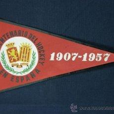 Banderines de colección: BANDERÍN DE TELA CINCUENTENARIO DEL HOCKEY EN ESPAÑA 1907-1957. Lote 39294362