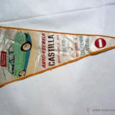 Banderines de colección: BANDERÍN CON SEAT 800 DE PRÁCTICAS DE LA ANTIGUA Y DESAPARECIDA AUTO ESCUELA CASTILLA. Lote 42431504