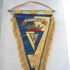 Banderines de colección: BANDERIN GRANDE DEL CADIZ C.F. DEL ASCENSO A PRIMERA DIVISION TEMPORADA 1981-1982. Lote 46531932