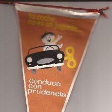 Banderines de colección: BANDERIN-TU COCHE NO ES UN JUGUETE JEFATURA CENTRAL DE TRAFICO-AÑOS 60. Lote 47064426