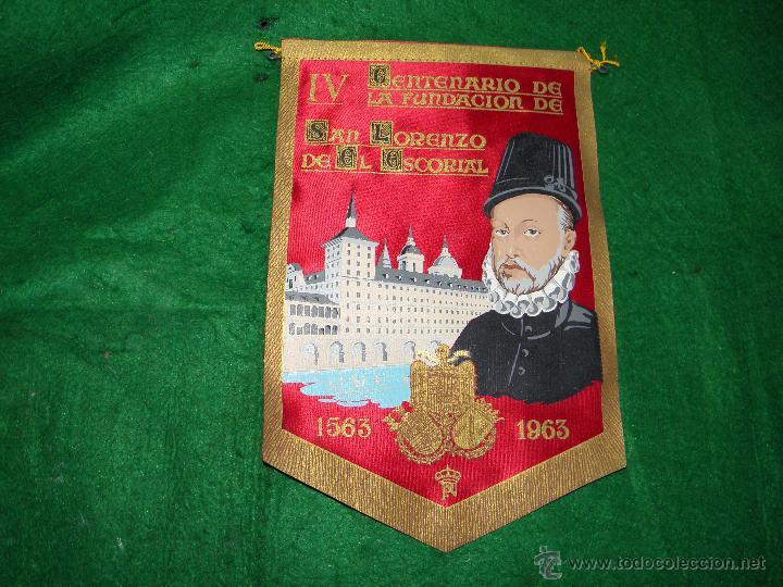 BANDERIN IV CENTENARIO FUNDACION SAN LORENZO DEL ESCORIAL (Coleccionismo - Banderines)