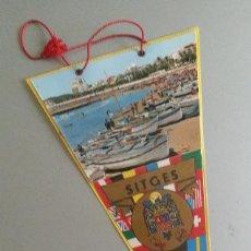 Banderines de colección: BANDERIN SITGES AÑOS 70 ESCUDO FRANQUISTA ESPAÑA. Lote 56889300