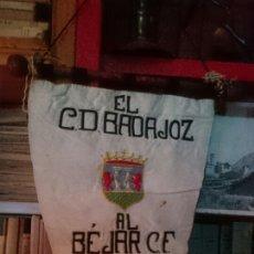Banderines de colección: ESTANDARTE C.D BADAJOZ 1946 BORDADO A MANO CON GRAN TAMAÑO. Lote 57611287