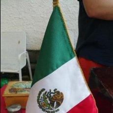 Fanions de collection: BONITO BANDERÍN DE SOBREMESA DE MÉXICO. . Lote 57925796