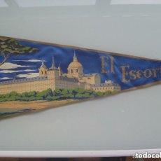 Banderines de colección: BANDERIN DE EL ESCORIAL . PATRIMONIO NACIONAL . AÑOS 50. 49 CM LARGO.. Lote 72934555